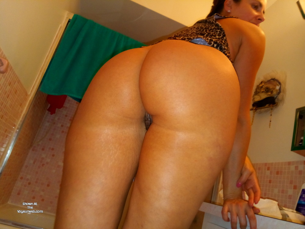 Pic #1 My wife's ass - My wife