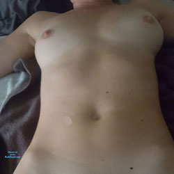 Pussy Play - Nude Wives, Toys, Shaved, Amateur