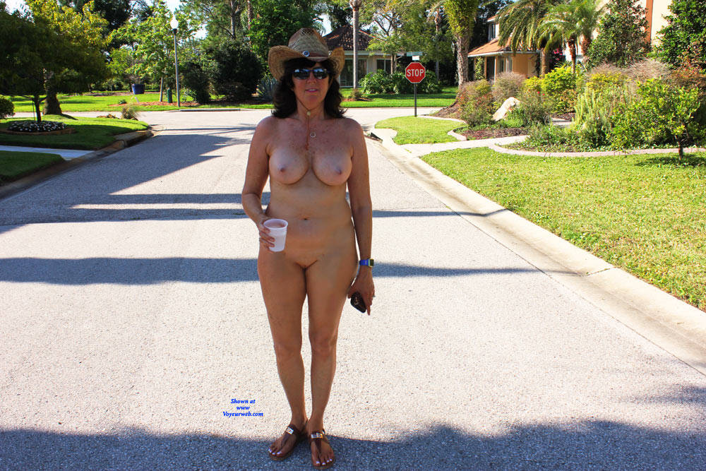 Pic #1Naked In The Neighborhood - Nude Girls, Big Tits, Brunette, Public Exhibitionist, Outdoors, Public Place, Shaved, Amateur