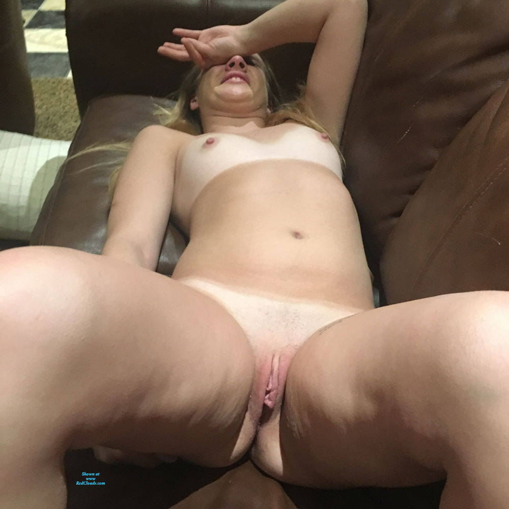 Pic #1Playing On The Sofa - Nude Friends, Shaved, Amateur