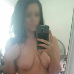 Fun With Selfies - Nude Girls, Big Tits, Amateur