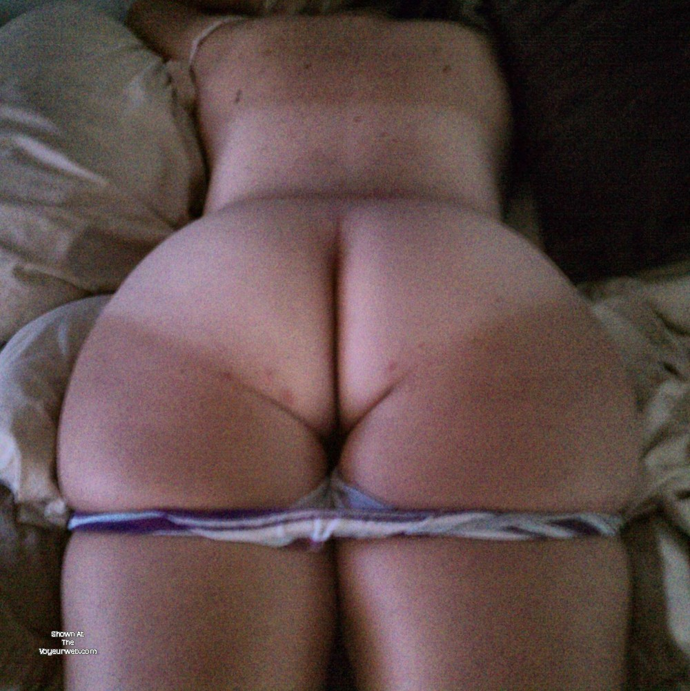 Pic #1 My wife's ass - SoftBuns
