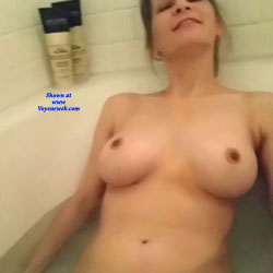 Bath Time - Nude Girls, Big Tits, Amateur