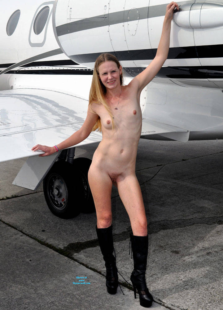 Pic #1A New Friend Found At The Airport - Nude Girls, Outdoors, Amateur