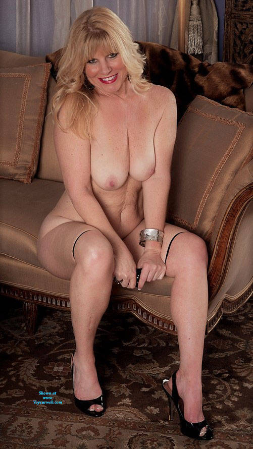Pic #1 Undressed For Fun - Nude Wives, Big Tits, Blonde, High Heels Amateurs, Mature