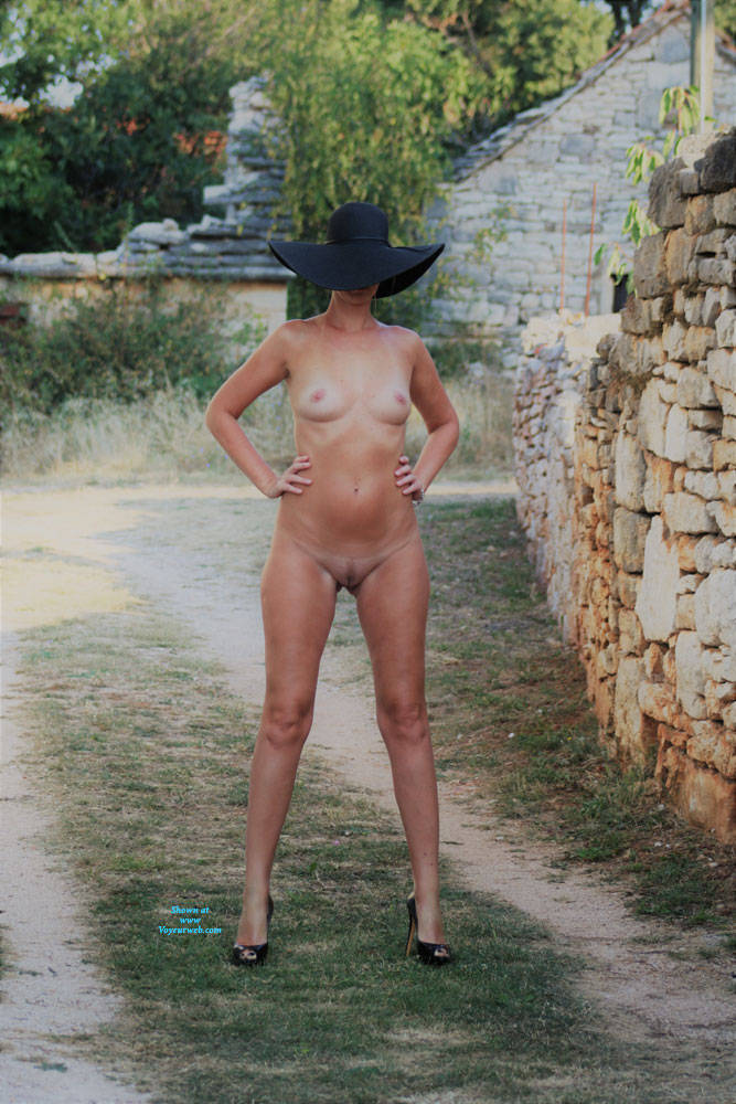 Pic #1Hat And Heels Session - Nude Girls, Outdoors, Amateur, Medium Tits, High Heels Amateurs