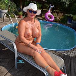 Need No Bikini At My Pool - Nude Girls, Big Tits, High Heels Amateurs, Outdoors, Mature