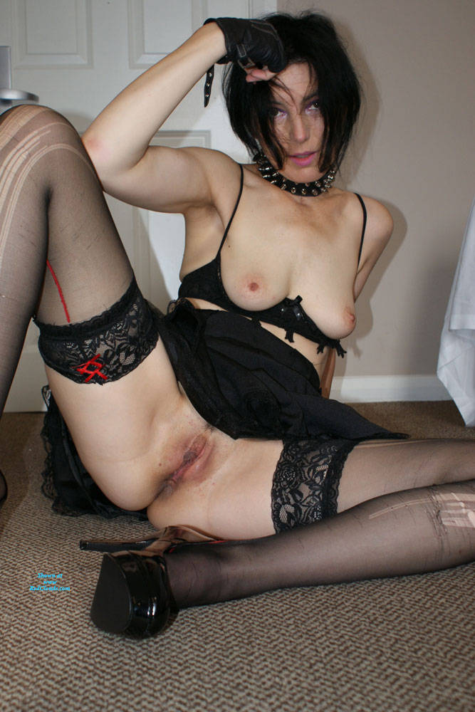 Pic #1Milf Slut - Big Tits, High Heels Amateurs, Lingerie, Stockings Pics