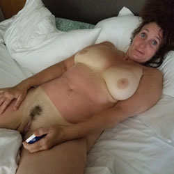 Showing It All - Nude Girls, Big Tits, Amateur