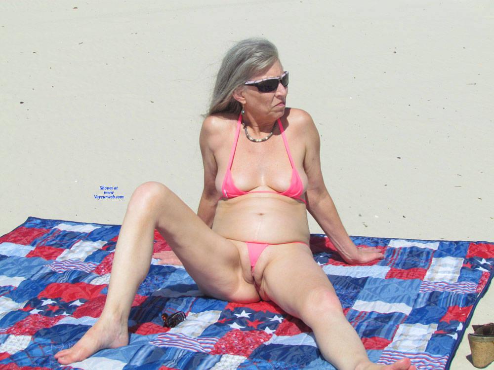 Mature amateur wife bikini
