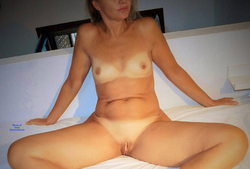 Pic #1 Bedspreads 1 - Nude Girls, Shaved, Amateur