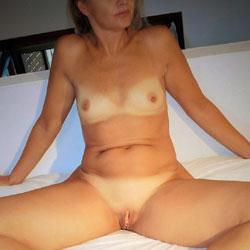 Bedspreads 1 - Nude Girls, Shaved, Amateur