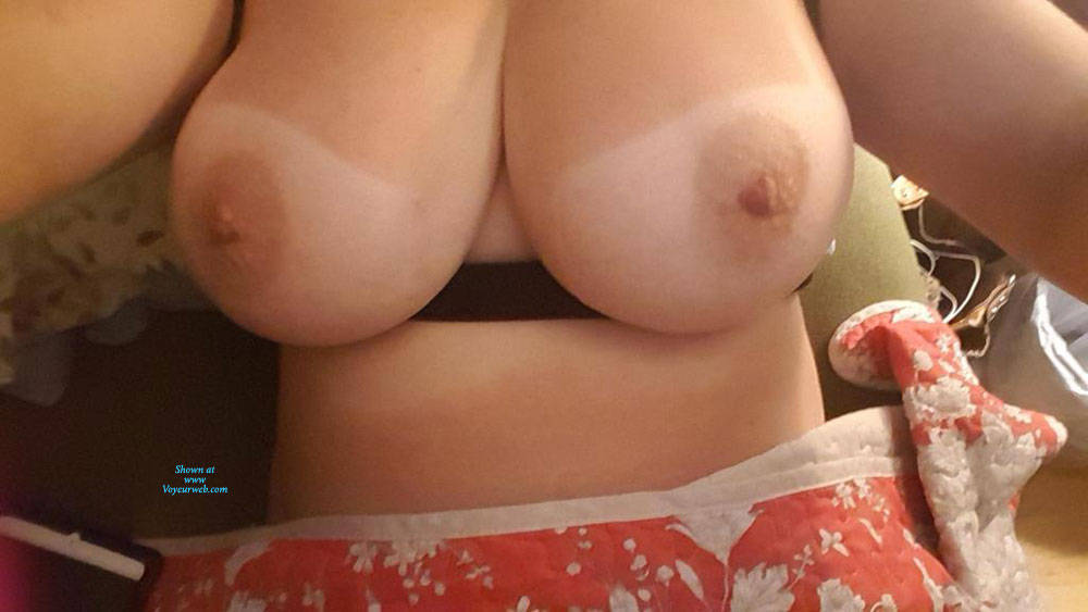 Pic #1 Big Natural Fluffies Tits - Topless Wives, Big Tits, Amateur, Natural Tits