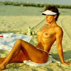 Always Nude ( Or At Least Topless ) In Atlantic City! - Nude Girls, Beach, Brunette, Outdoors, Amateur