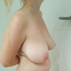Aussie Wife Night Out In A Hotel - Nude Wives, Big Tits, Mature, Bush Or Hairy, Amateur
