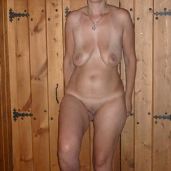In The Night - Nude Wives, Big Tits, Amateur