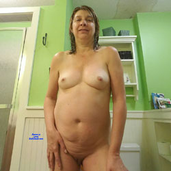 Selfies To Fuck Buddies - Nude Wives, Big Tits, Brunette, Shaved, Amateur