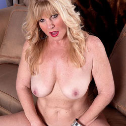 Naughty Pussy - Nude Wives, Big Tits, Blonde, Mature, Amateur