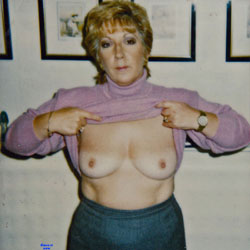 Carole Loves To Pose - Big Tits, Mature, Amateur, Wife/wives