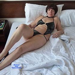 Fun In Hotel Room - Brunette, High Heels Amateurs, Mature