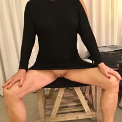 Leggy Fiona - Pantieless Girls, Mature, Shaved, Amateur
