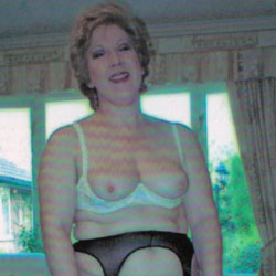 Mature Housewife Strips - Wives In Lingerie, Mature, Amateur, Stockings Pics