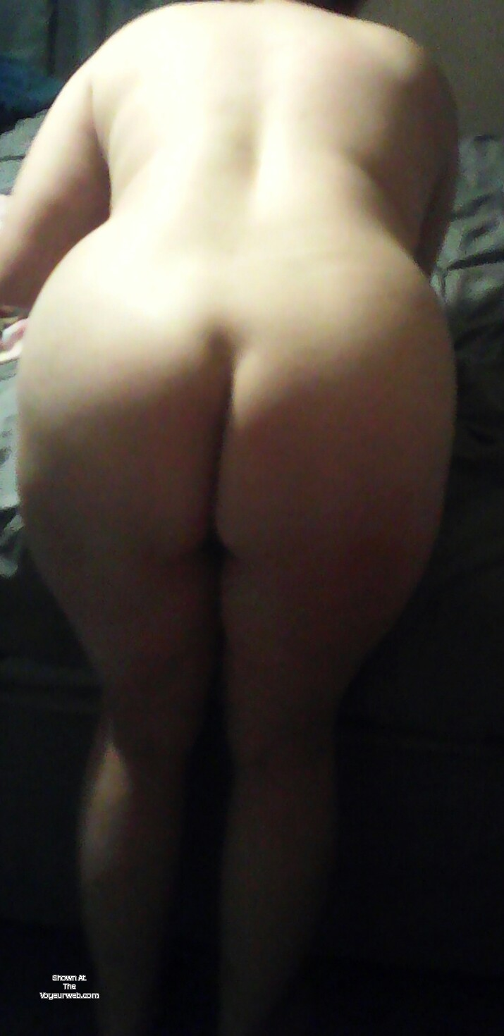 Pic #1A neighbor's ass - getting ready for fun