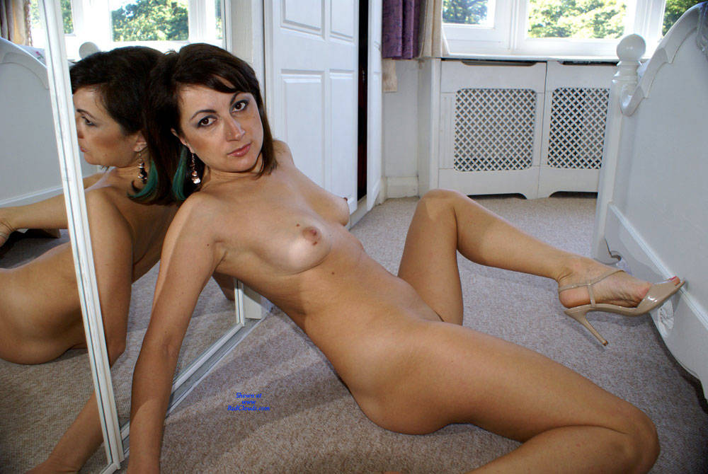 Pic #1Anna - White Dress - Nude Girls, Brunette, Close-ups, Pussy, Amateur