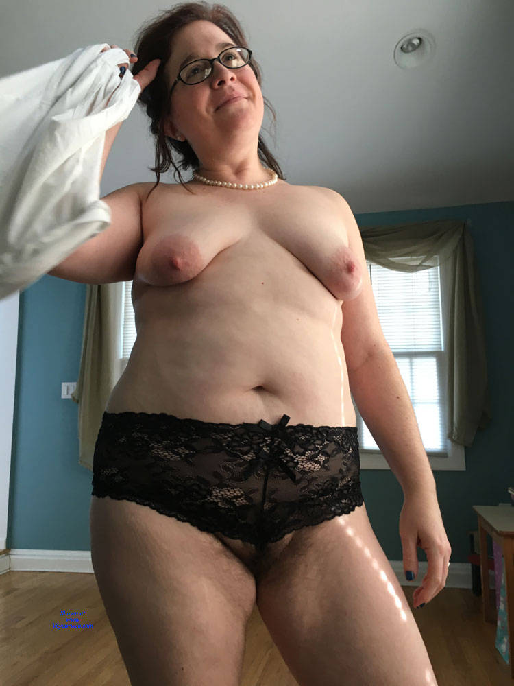 Pic #1 New Guy Really Wants To Have Me - Topless Wives, Big Tits, Brunette, Mature, Amateur