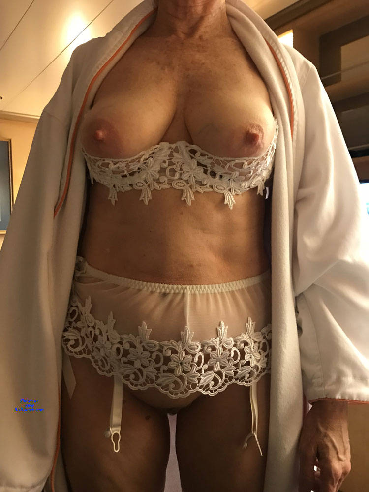 Pic #1Kathy Is Back From Vacation - Big Tits, Mature, Bush Or Hairy, Close-ups, Amateur