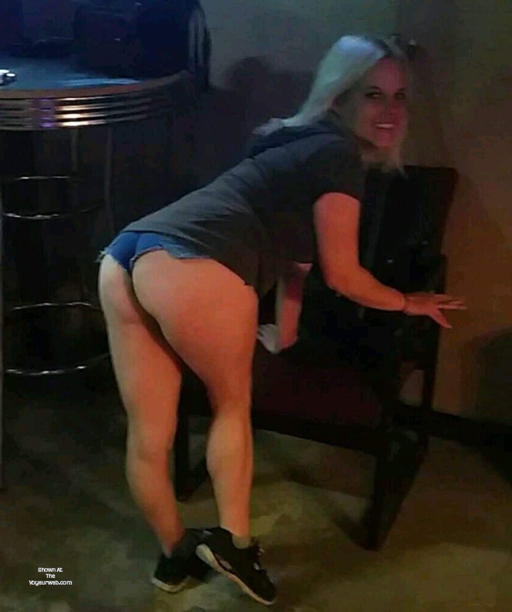 Pic #1 A neighbor's ass - Shannon