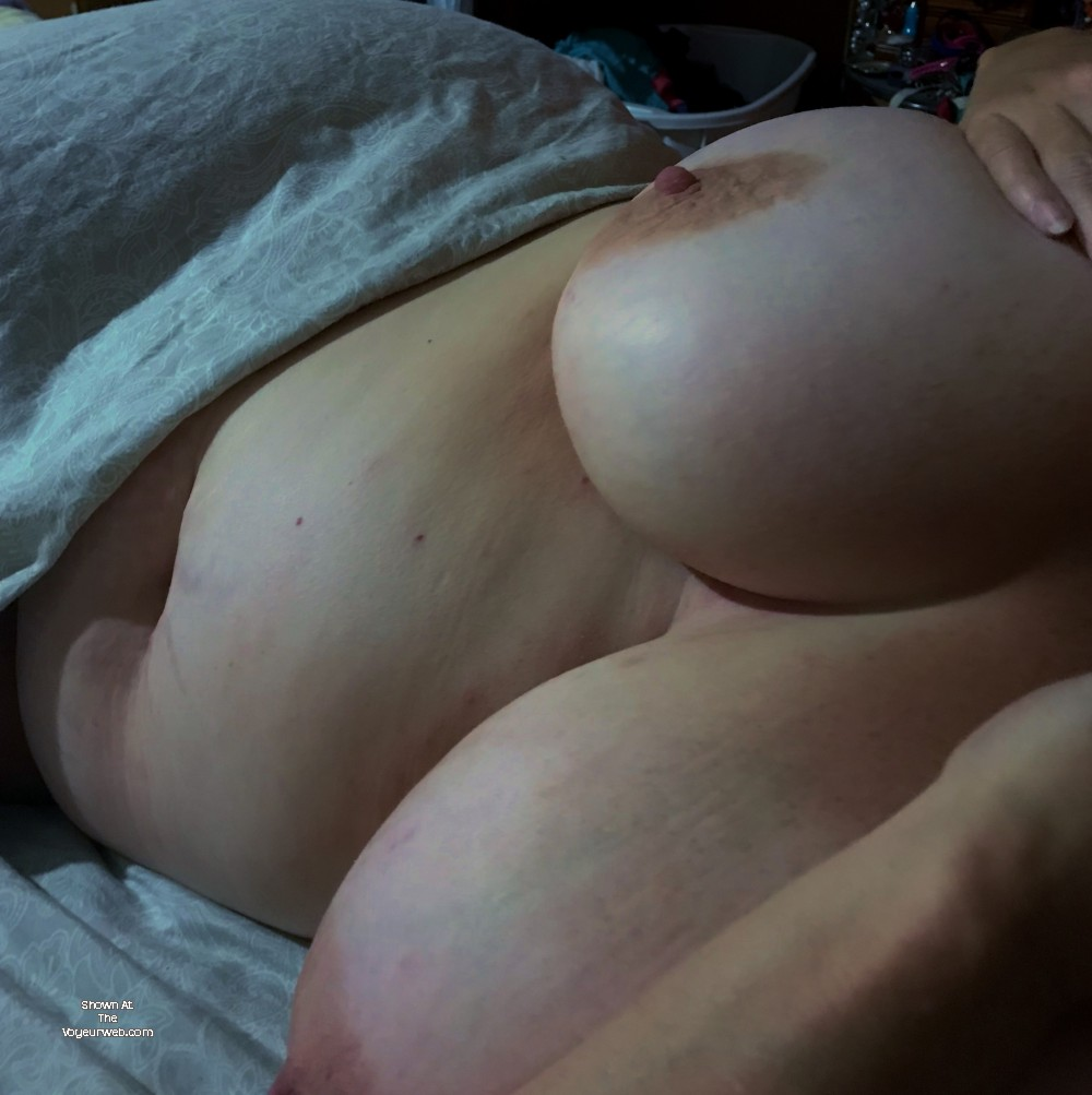 Pic #1 Very large tits of my wife - sexy wife
