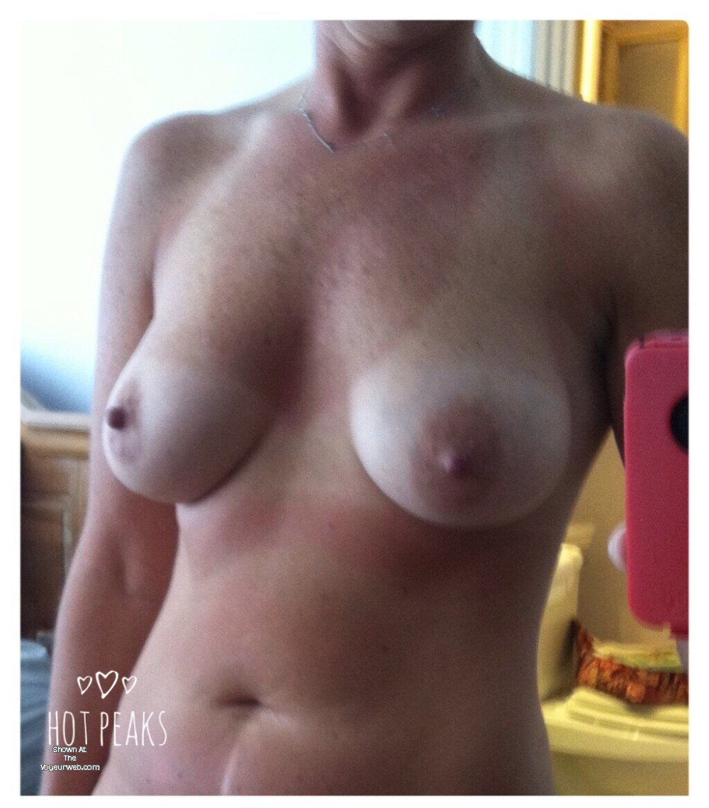 Pic #1 My large tits - Lydia