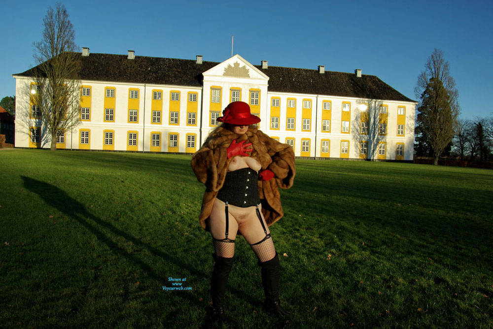 Pic #1 A Pissing MILF In A Mink Coat With A Red Hat - Pantieless Girls, Public Exhibitionist, Lingerie, Outdoors, Public Place, Amateur