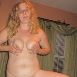 Horny Wife - Nude Wives, Big Tits, Shaved, Amateur