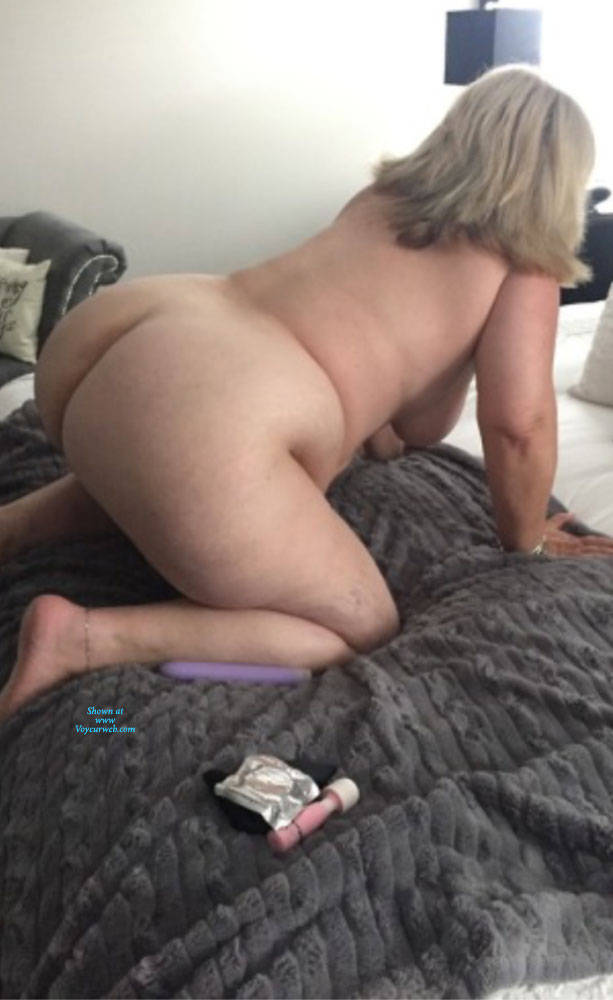 Pic #1 My Big Ass And Sexy Feet - Nude Amateurs, Big Ass, Mature