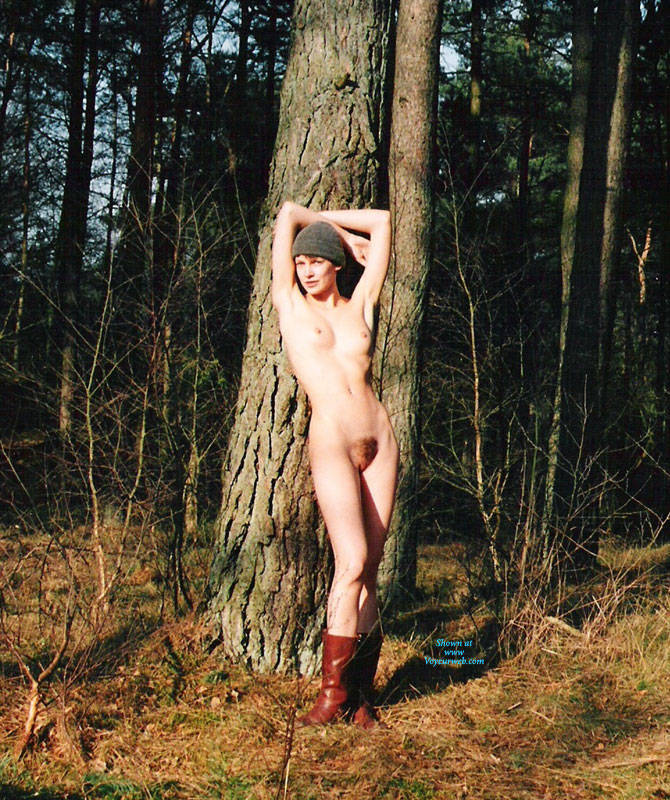 Pic #1 Bush In Bush - Nude Girls, Outdoors, Bush Or Hairy, Amateur, Nature