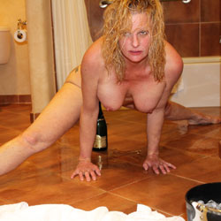 Nikki Hotel Fun Champagne 2