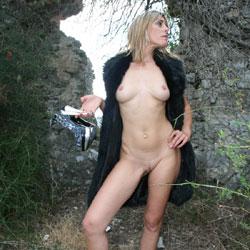 Christele Dans Les Ruines