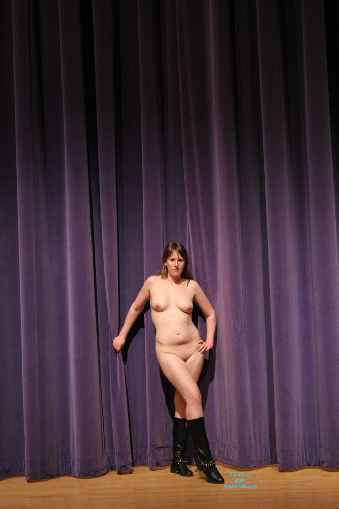 Pic #1 Nude In The Theater - Big Tits, Nude Girls, Amateur
