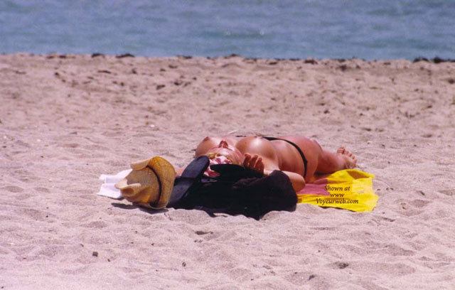 topless-picture-miami-south-beach-katie-price-sexy-naked