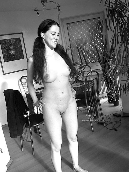 Pic #1 Sandra 29 Nude At Home