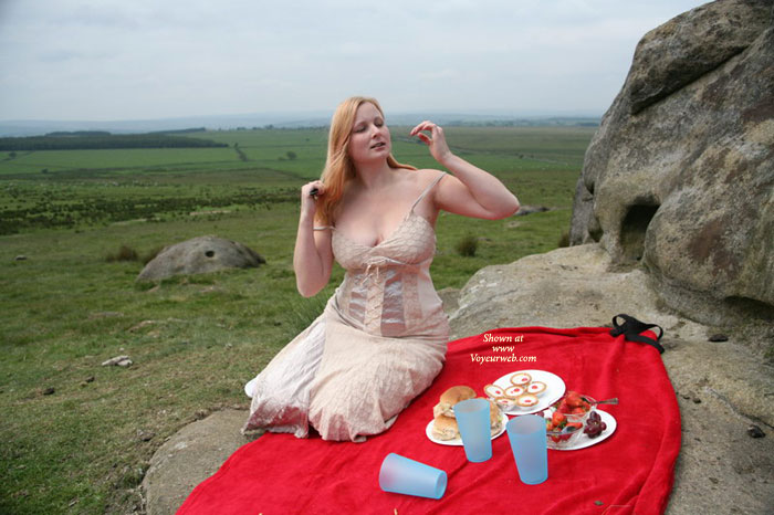 Lisa's Picnic , Like Everyone Else, Lisa Enjoys The Summer....<br />A Special Treat Is To Have A Picnic And Relax On A Warm Sunny Day.