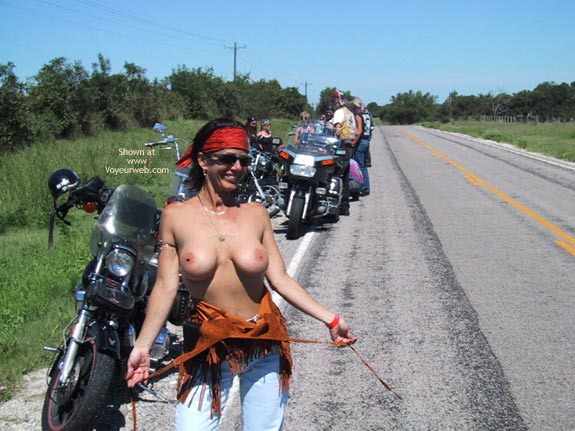wife-runs-naked-at-biker-rally-photo-of-assfuckking