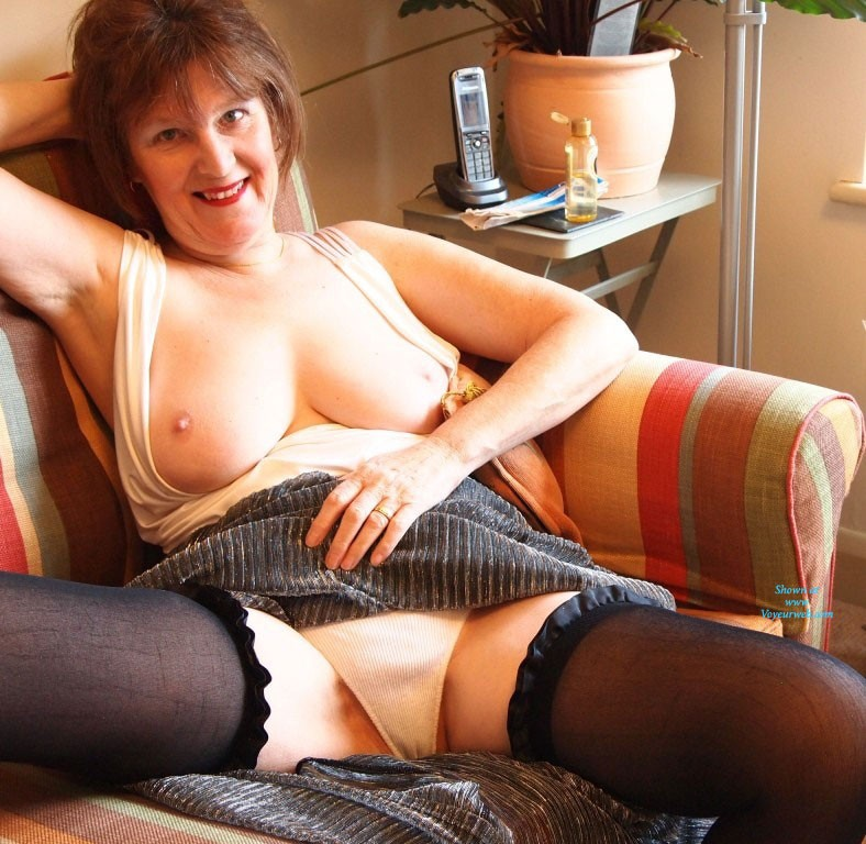 Mature Entertaining In The Nude Pics 78