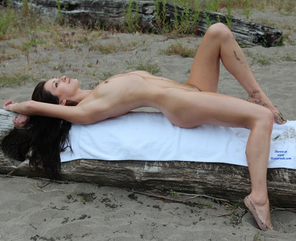 A Cold Day On The Beach - Brunette Hair, Small Tits, Beach Voyeur , Collins Beach Is So Very, Very Cold In February...