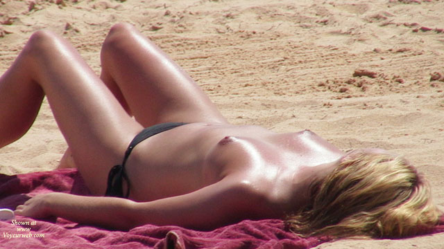 2007 Selection Of Beach Beauties , Some Nice Girls On Portuguese Beaches.