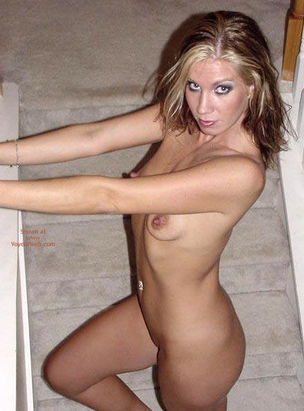 Fully Nude - Brunette Hair, Full Nude, Standing , Fully Nude, Standing, Brunette