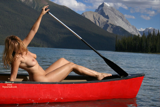 nude girls in canoes pics