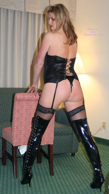 Black Thigh High Boots Big White Ass , Roxy Is A Milf Of 3 And Loves To Read Your Nasty Notes.